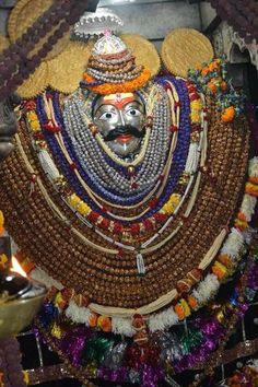 Shri Bhairav tandava stotram in Sanskrit ( श्री भैरव तांण्डव स्तोत्र ) Shiva Hindu, Durga Maa, Krishna, Lord Shiva Statue, Hanuman Images, Lord Shiva Hd Wallpaper, Lord Mahadev, Swami Vivekananda, God Pictures
