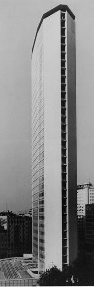 Il grattacielo Pirelli, progettato a Milano da Gio Ponti con altri