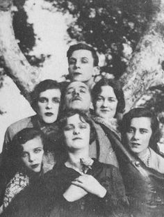 Rex Whistler. Next row: Stephen Tennant, Captain Crichton, Joan Churston (later Princess Joan Aly Khan and Viscountess Camrose). Front row: Tanis Guinness (later Phillips), Zita Jungman, and Loelia Ponsonby (later Duchess of Westminster). Photographed by Cecil Beaton at Cap Ferrat on 2 March 1927