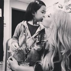 Haru receives more love and kisses from her YG family's CL, Taeyang, and G-Dragon | http://www.allkpop.com/article/2014/05/haru-receives-more-love-and-kisses-from-her-yg-familys-cl-taeyang-and-g-dragon
