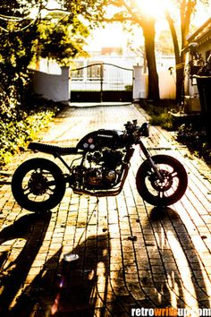 Wrench Cafe Kawasaki GPZ750 IMG_7483 Custom Motorcycles, Cars And Motorcycles, Kawasaki Cafe Racer, Japanese Motorcycle, Street Tracker, Cafe Style, Cafe Racer Motorcycle, Scrambler, Cool Bikes