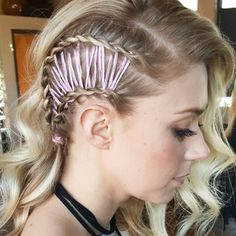 Obsessed with this corset braid hairstyle trend.