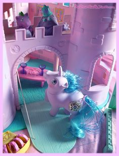 Princess Sparkle, Spike and the castle - I loved this so much, I wish I'd kept it (BTYC) All My Little Pony, Vintage My Little Pony, Little Twin Stars, Little Ones, 80s Kids, Kids Toys, Childhood Toys, Childhood Memories, Mlp