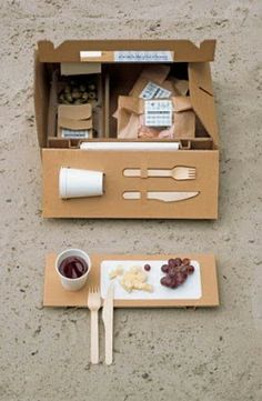 Picknick to go Design:Arwin Caljouw. got time for a picnic? Food Box Packaging, Clever Packaging, Food Packaging Design, Packaging Design Inspiration, Brand Packaging, Coffee Packaging, Bottle Packaging, Packaging Ideas, Product Packaging Design