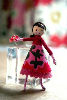 diy miniature dolls - felt, yarn, fabric (my blake would enjoy making these)