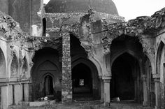 Explore Jahan Panah, Begumpur mosque and other monuments with a renowned historian | Padhaaro
