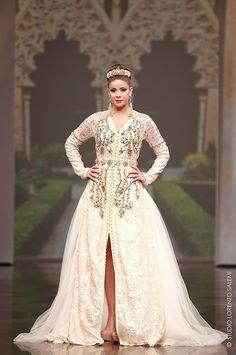 just perfect ! Morrocan Dress, Moroccan Bride, Moroccan Caftan, Moroccan Style, Oriental Dress, Oriental Fashion, Kaftan Abaya, Leila, Elie Saab Couture