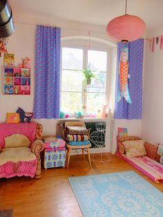 Happy Home Tour / Jans Schwester, maison deco Bed In Living Room, Living Room Decor, Bedroom Decor, Colorful Decor, Colorful Interiors, Baby Room Decor, Cool Rooms, Home Hacks, House Colors