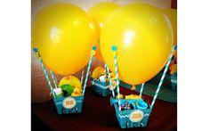 Coloque lembrancinhas em uma cestinha e complemente o enfeite com uma bexiga de gás hélio (Pinterest/Marily Barandiaran)