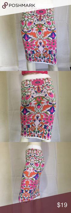 New with out tags/ flower 🌺 stretch pencil skirt Hera Collection/ One size / new with out tags Hera Collection Skirts Pencil