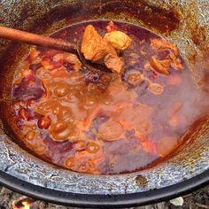 Magyaros csülökpörkölt bográcsban Recept képpel - Mindmegette.hu - Receptek Hungarian Recipes, Curry, Sweets, Beef, Health, Ethnic Recipes, Food, Women's Fashion, Meat