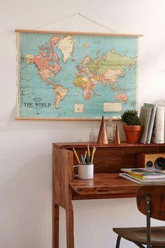 décoration originale carte mappemonde, bureau vintage, idée originale pour une chambre ado