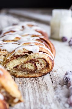 Overnight Pull-Apart Brioche Cinnamon Roll Bread-THE BEST. Prepare the night before and bake in the morning for a easy holiday breakfast! Make Ahead Breakfast, Breakfast Recipes, Dessert Recipes, Cinnamon Roll Bread, Cinnamon Rolls, Bread Recipes, Cooking Recipes, Donut Recipes, Half Baked Harvest