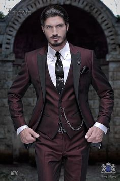 """Red groom suit, fashion Italian outfit Ottavio Nucc Roter Bräutigam Anzug, Mode italienische Outfit Ottavio Nuccio Gala Italian three-part with modern cut """"Slim"""" edge flaps and 1 button. New fabric performance """"litmus"""" red. Prom Suits For Men, Dress Suits For Men, Prom Dresses For Men, Mens Fashion Suits, Mens Suits, Fashion Outfits, Black Suit Men, Black And Red Suit, Black Tie"""