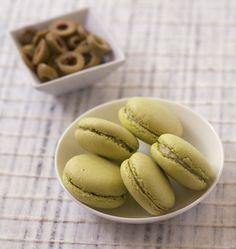 Macarons salés au chèvre frais et olives vertes - Recettes de cuisine Ôdélices