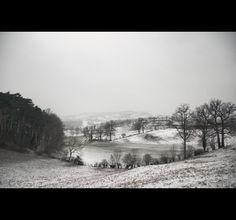 sneeuw op het heuvellandschap Black seasons - Part three on Behance