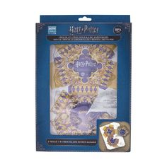 Create your own Chocolate Frogs with this mould. Melt down your chocolate, pour it into the mould, then put in the fridge to cool. includes eight build-your-own Boutique Harry Potter, Harry Potter Shop, Harry Potter Merchandise, Frog Crafts, Chocolate Frog, Bros, Kit, Hermione, Diy Paper