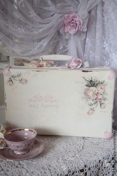 Wedding handmade accessories. Fair Masters - handmade Chebbi suitcase. Vintage suitcase + heart)). Handmade..