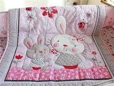 Rosa-Conejos-Bebe-Cuna-Vivero-del-lecho-del-Colcha-parachoques-hoja-cuna-falda-4pcs