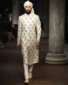 Wedding party outfits men guys Ideas for 2019 Sherwani For Men Wedding, Wedding Dresses Men Indian, Sherwani Groom, Wedding Dress Men, Wedding Suits, Wedding Attire, Men's Fashion, Indian Men Fashion, Indian Bridal Fashion