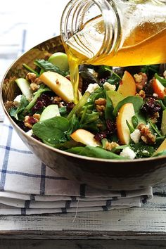 apple-cranberry-walnut-salad-in 12 Creative Ways to Eat Wisconsin Cranberries [Recipes] Thanksgiving Side Dishes, Thanksgiving Recipes, Thanksgiving Salad, Cranberry Walnut Salad, Cranberry Juice, Plats Healthy, Clean Eating, Healthy Eating, Salad Recipes Video