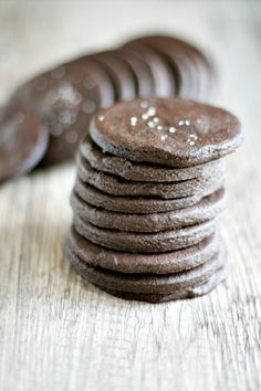 chocolate cookie crisps | heathersfrenchpress.com