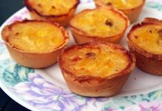 These sweet and delicious Portuguese pineapple tarts are very hard to resist and make the perfect snack. Tart Recipes, Sweet Recipes, Dessert Recipes, Cooking Recipes, Portuguese Desserts, Portuguese Recipes, Portuguese Food, Portuguese Tarts, Food Cakes
