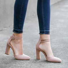 Vince Camuto - My Style Pinboard - Damenschuhe Pump Shoes, Shoe Boots, Shoes Heels, Pumps, Nude Heels, Ankle Strap Heels, Pretty Shoes, Beautiful Shoes, Rose Gold Glitter Heels