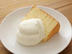 ケーキに欠かせない生クリーム。定番のショートケーキのほか、パウンドケーキやプリンなど、いろいろなスイーツに華を […] Sweets Recipes, No Bake Desserts, Bread Recipes, Cooking Recipes, Chiffon Cake, Cafe Food, Afternoon Tea, Vanilla Cake, Tea Time