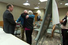 In Arizona un uomo rivede la moglie dopo 10 anni grazie all'occhio bionico (Video)