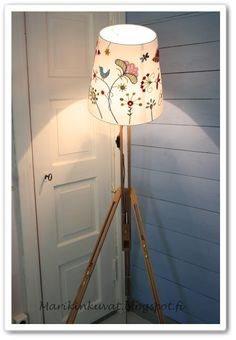 floor lamp from easel, DIY idea