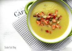 Taste Eat: Zupa krem z cukinii z drobiowymi grzankami Cheeseburger Chowder, Eat, Food, Eten, Meals, Diet