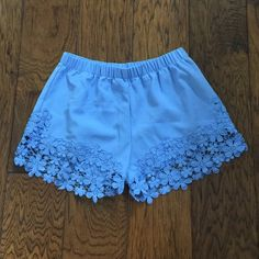 Adorable Shorts EUC! Size small, but may also work for a medium. Bundle & save! Active Shorts