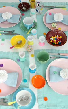 Colourful-table-styl