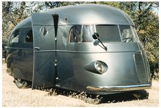 1937 Hunt Housecar, built on a Ford chassis. Oh. My. Gawd!