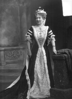 Seline, Viscountess Devonport,, sporting a diamond star tiara in front of her coronet in 1911.
