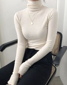 Simple white turtleneck outfits, Source by turtleneck outfit classy Winter Fashion Outfits, Fall Outfits, Summer Outfits, White Turtleneck Outfit, Turtleneck Fashion, Cropped Sweater, Looks Street Style, Business Outfit, Business Casual