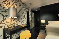 Modern New Hotel in Vienna: New Elegant Bedroom Houses Design With Unique Wall Pattern Of Hotel Topazz By BWM Architekten Und Partner Design Hotel, House Design, Design Design, Central Building, Grey Wall Art, Bold Wallpaper, Interior Architecture, Interior Design, W Hotel