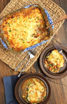 Shepherd's Pie with Alehouse Cheddar Mashed Potatoes...the most epic comfort food ever. | The Suburban Soapbox: