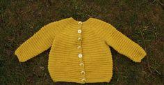 Jeg skulle egentlig strikke en trøje til en venindes datter, men noget gik galt, da jeg udregnede maskeantal, så trøjen blev ALT for lille....