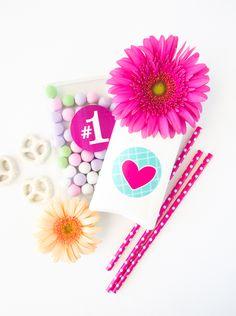 Pegatinas para decorar regalos en el Día de la Madre // DIY: Printable Mother's Day Stickers