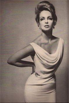 Contessa Christina Paolozzi, Harper's Bazaar1962, photo by Richard Avedon -