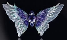 Wallace Chan Whimsical Blue – the body is made up of three tanzanites set with diamonds, and the wings consist of carved icy jadeite, lapis lazuli and sapphire. Tanzanites (Butterfly Body) 25.64ct, Diamond, Lapis Lazuli, Icy Jadeite, Sapphire Butterfly Xu Yin (Tang Dynasty)