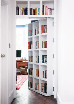 17 design ideas for small hallways Didn't think you had room for any book storage in, say, a narrow hallway? This book shelf has been built into a door so it doesn't take up any extra space. Diy Bookshelf Wall, Bookshelves In Living Room, Bookshelf Design, Wall Shelves, Bookshelf Ideas, Bookshelves For Small Spaces, Bookshelf Storage, Bookshelf Plans, Shelving Ideas