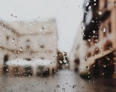pretty unusual to experience this kind of weather in the andalucia region. it's usually sunny (almost) all year round. guess we're now transitioning to winter. but i just can't say goodbye to autumn yet. :( #visitspain #seville #rsa_dark #rsa_vsco #tv_living #tv_pointofviewInstaphotos