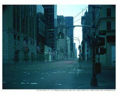 김아타/on-air/8hours.뉴욕에서 8시간 장시간 노출방식으로 찍은 작품이다. 움직이는 것들은 다 사라져 버렸다. 사라지는 것은 움직인다. 우리는 사라지기위해 움직이는 것일까. 사라지지 않으려면 멈춰야하는 것일까.