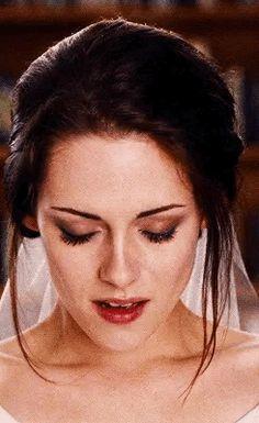 Bella in her wedding dress Twilight 2008, Twilight Edward, Twilight Breaking Dawn, Twilight Cast, Twilight Pictures, Twilight Series, Twilight Movie, Twilight Poster, Twilight Saga Quotes