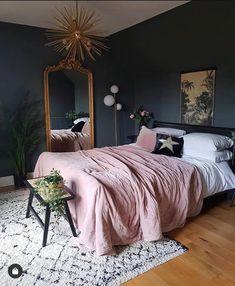 Mauve Bedroom, Dark Gray Bedroom, Pink Bedroom Walls, Velvet Bedroom, Velvet Bedspread, Pink Bedrooms, Dream Bedroom, Home Decor Bedroom, Black Rooms
