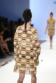 Marcelo Senra Hizo del tejido chaguar y los detalles en plata su estilo. Sacos, vestidos o sólo en algunos toques otorga personalidad al outfit. Lo artesanal en primer plano.