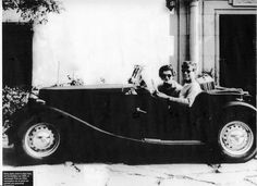 JFK and Jackie September 1953 in a MG TD. This picture was taken on their honeymoon. Mg Cars, John Fitzgerald, British Sports Cars, Classic Cars Online, Car Manufacturers, Jfk, Motor Car, Volkswagen, The Past